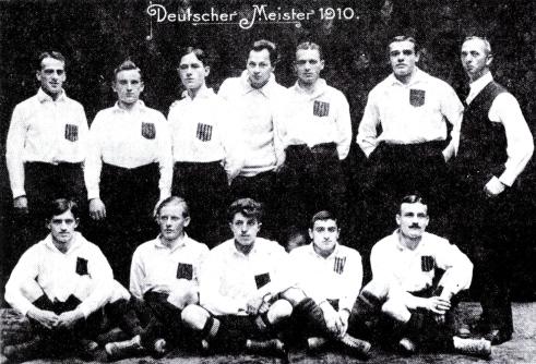 Die Meisterelf des Karlsruher FV aus dem Jahre 1910 (Quelle: Wikipedia)